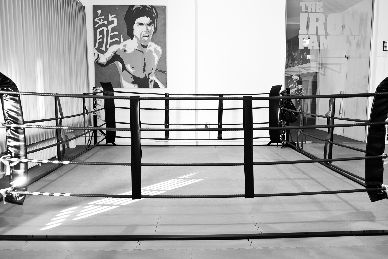 Boxring im Studio schwarzweißbild